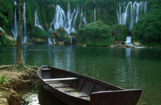 ボスニア・ヘルツェゴビナのクラヴィツェ滝とモスタル