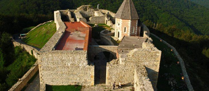 メドヴェッドグラド中世の城の半日ツアー