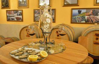 ペリェシャツ半島でクロアチアのワインを主食するプライベートツアー