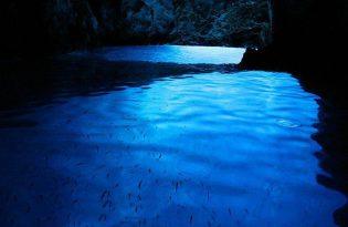 【スプリット発】青の洞窟とフヴァル島のグループツアー