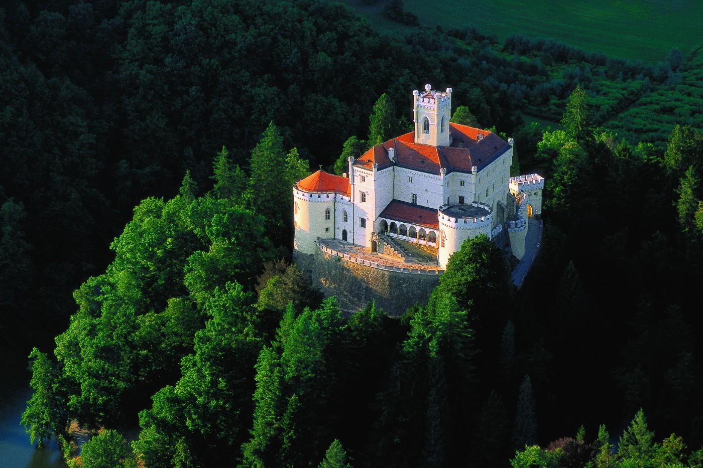 Wedding abroad in Croatia Trakoscan